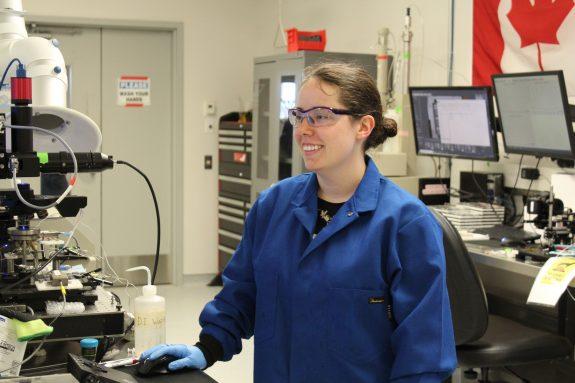 Jelayne working with a microscope